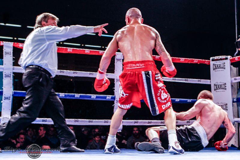 Chaca s'enduu el campionat d'Espanya de pes superwelter per KO tècnic © Diego Valenzuela
