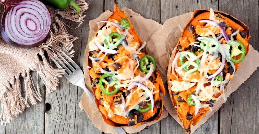recepta de temporada: moniato farcit amb verdures i formatge