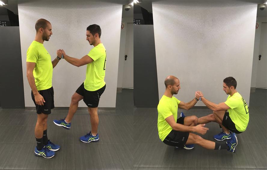 ejercicio pistol squat por parejas