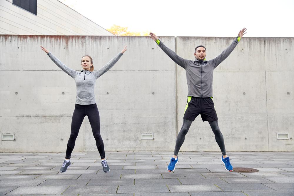 ejercicios de cardio jumping jacks