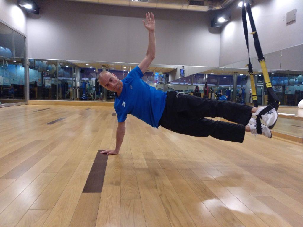 ejercicio trx plancha lateral