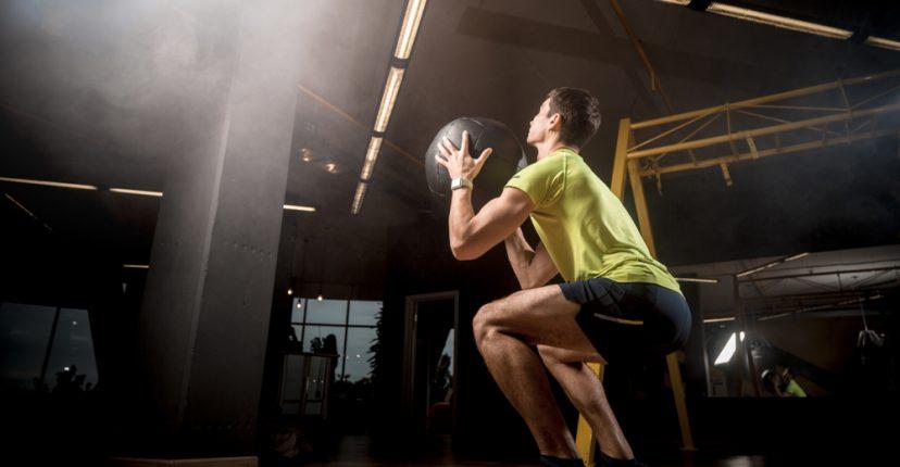 ejercicios con balón medicinal