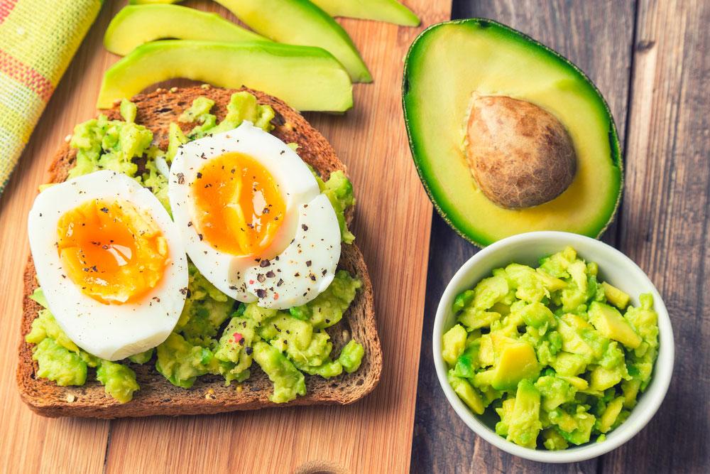 receptes d'esmorzars saludables alvocat amb ou dur