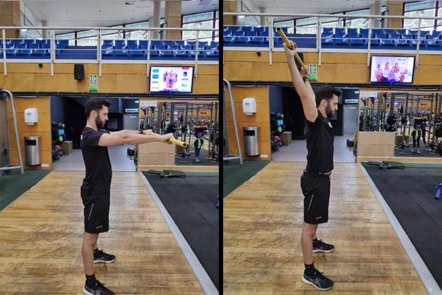 ejercicio de calentamiento para la preparación física de pádel