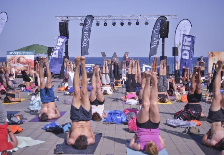 Yoga Day by DiR 2018